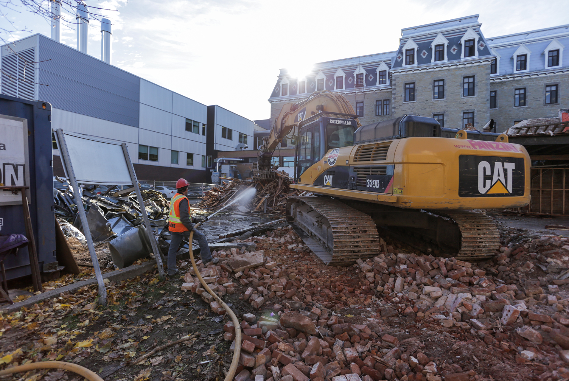 Demolition, recycling and liquidation of construction material 10 - Panzini Demolition - Montreal, Québec