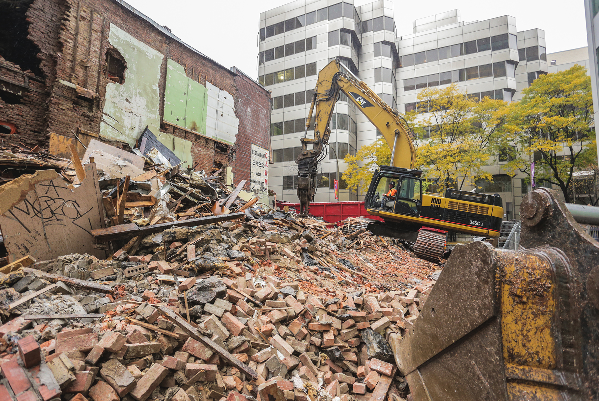 Demolition, recycling and liquidation of construction material 2 - Panzini Demolition - Montreal, Québec